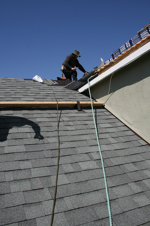 California asphalt shingle roof installatin